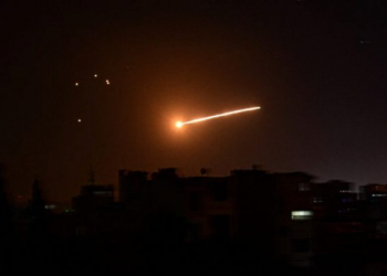 """A handout picture released by the official Syrian Arab News Agency (SANA) on February 24, 2020, reportedly shows Syrian air defence intercepting an Israeli missile in the sky over the Syrian capital Damascus. - Six pro-Syrian regime fighters were killed in overnight Israeli air strikes near Damascus, the Syrian Observatory for Human Rights said. Two members of the Islamic Jihad militant group and four pro-Iran fighters in Syria were killed when Israeli aircraft targeted the group late on February 23. (Photo by - / SANA / AFP) / == RESTRICTED TO EDITORIAL USE - MANDATORY CREDIT """"AFP PHOTO / HO / SANA"""" - NO MARKETING NO ADVERTISING CAMPAIGNS - DISTRIBUTED AS A SERVICE TO CLIENTS =="""